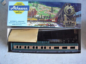 Vintage-HO-Scale-Athearn-Custom-Painted-Green-Gold-Passenger-Car-Kit-in-Box