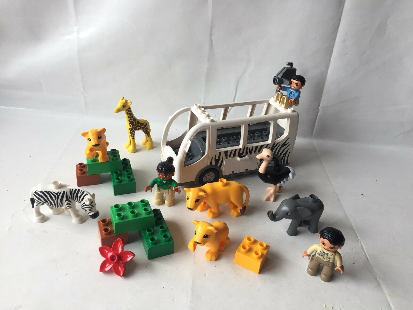 LEGO DUPLO VILLE ZOO SAFARI-Set 10502-Zoo autobus-Zebra, struzzo, Leonessa,  GIRAFFE  economico e di alta qualità