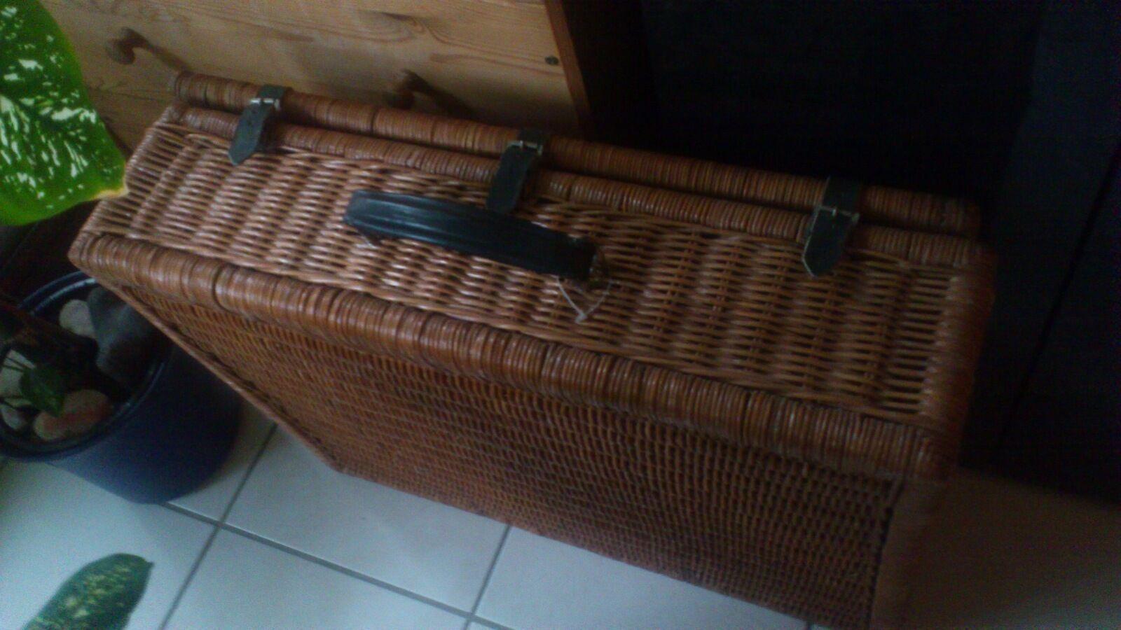 NEU  Picknickkorb Weidenkoffer Besteückt 4 Pers. Porzellan Glas Besteck Thermos