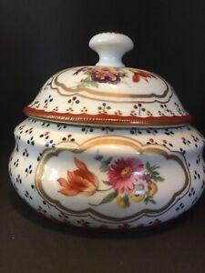 Beautiful-Porcelain-Gold-Trimmed-Covered-Bowl-Paris-Royal-Peint-A-La-Maine