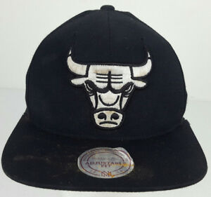 4a18b3713af Mitchell   Ness Hardwood Classics Chicago Bulls NBA Spell Out Black ...