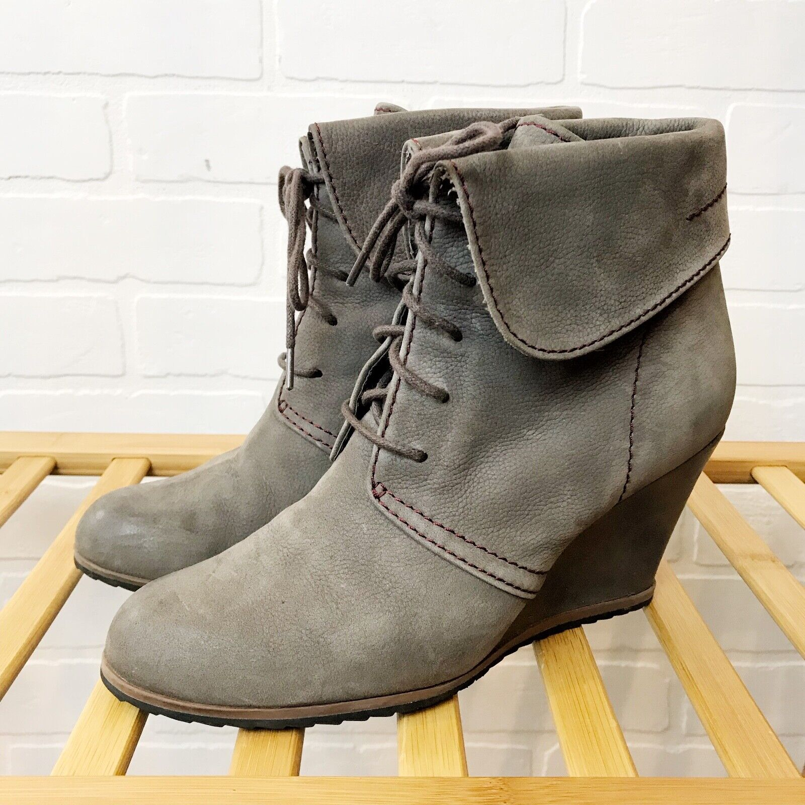 TESORI Oxford Wedge Ankle Bootie 8M Lace Up Fold Over Soft Leather Gray Taupe