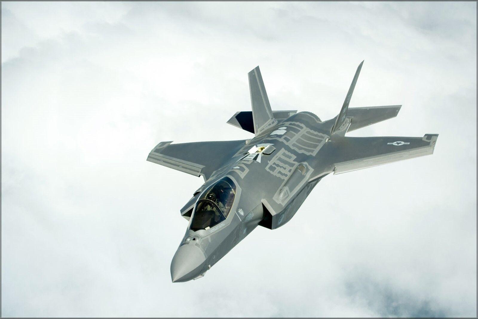 Plakat, Viele Größen; F-35a Lightning Li Flugzeug Über