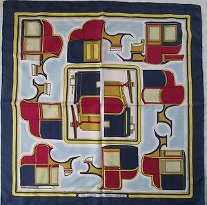 fa9c1384599 Superbe Foulard carré HERMÈS