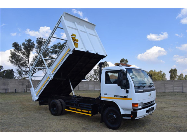 2014 NISSAN UD 40 4TON TIPPER 86000KMS!