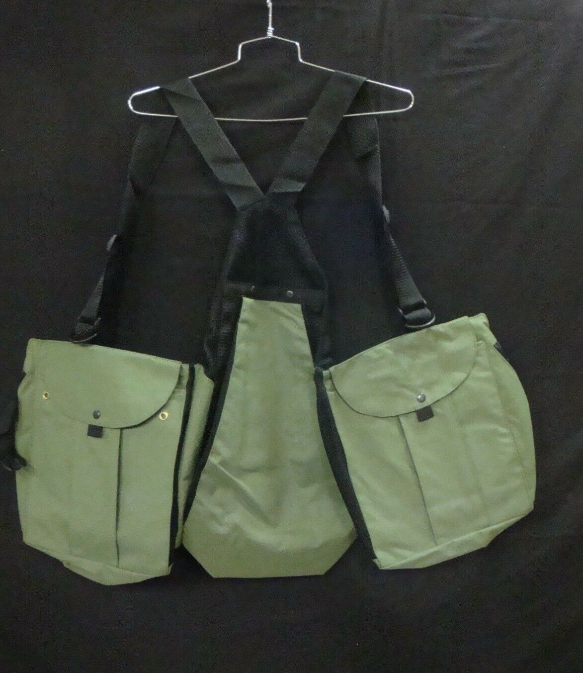 Falconry Vest In Green Canvas.