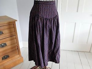 VINTAGE-NAVY-AND-FLORAL-BRUSH-COTTON-SKIRT-SIZE-12-GREAT-RETRO-DESIGN-M-amp-S
