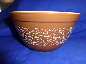 Pyrex Bowl Woodland Brown with White Flowers 1 1/2 pt # 401 Vtg 1970's Nesting