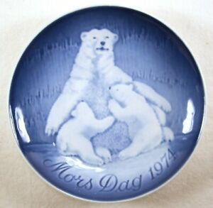 Copenhagen Porcelain Mother/'s Day Plate wMother Polar Bear and Babies 1974 Mother/'s Day Plate Blue /& White Denmark-Made Collectible Plate