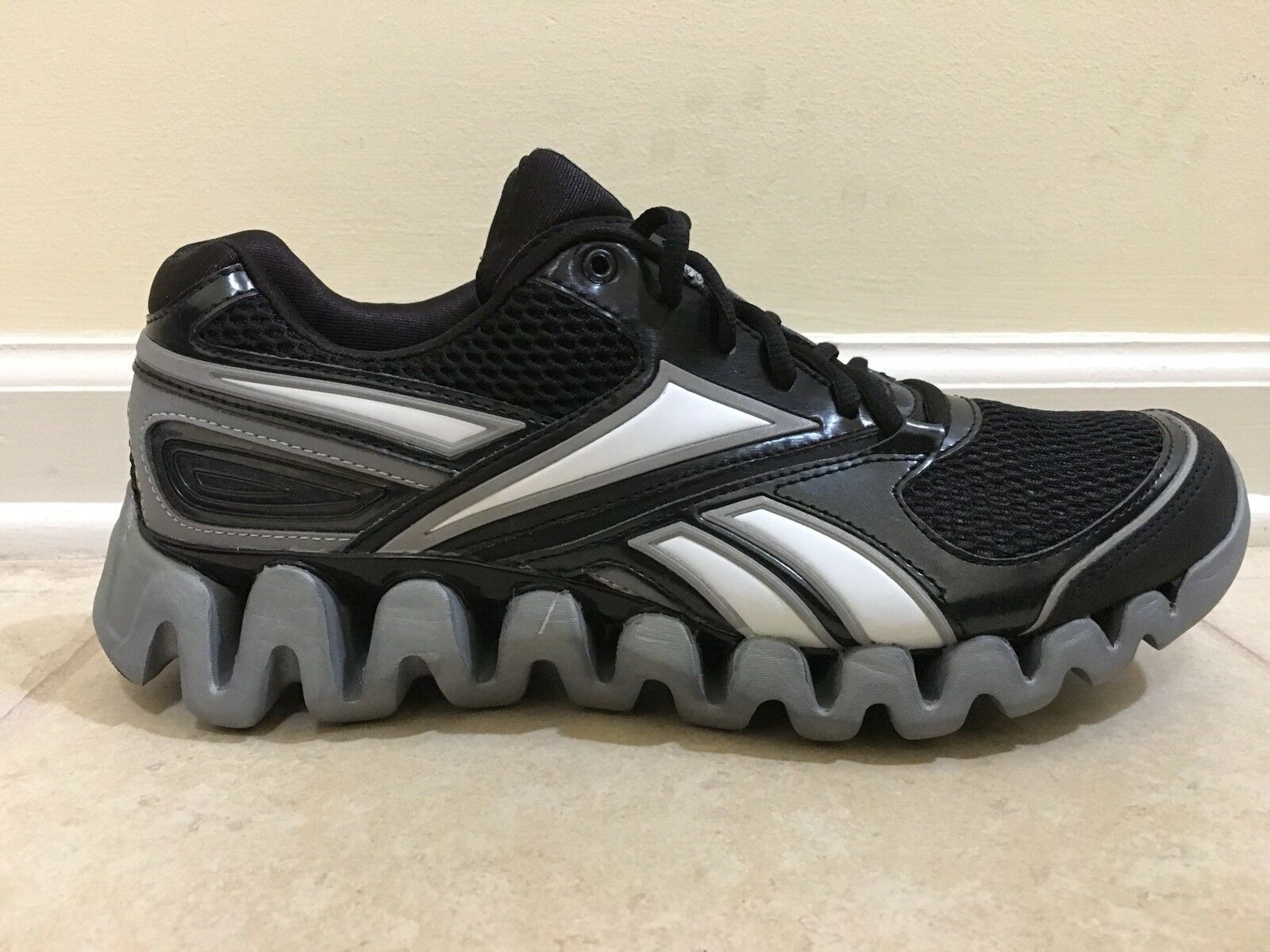 NEW MENS REEBOK ZIGFUEL ZIG TECH J20855  RUNNING SHOES US 10 % AUTHENTIC