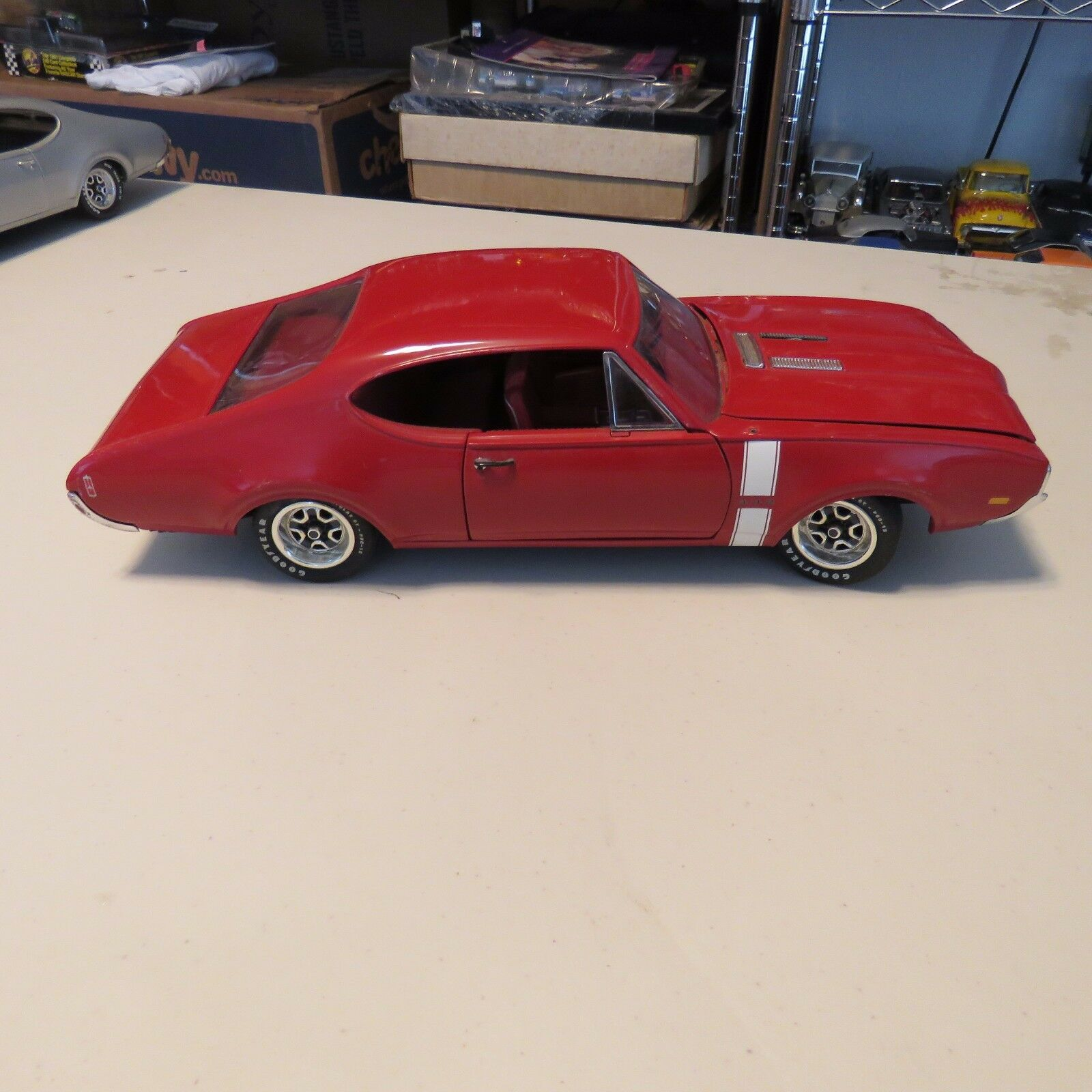 ERTL 1 18 SCALE DIE CAST 442 OLDSMOBILE  RED
