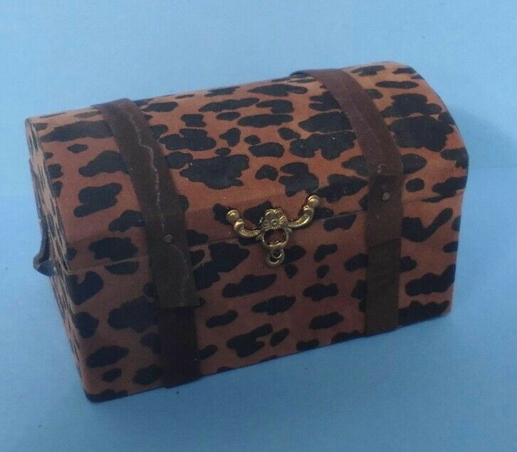 Dollhouse Miniature Faux Cheetah Coverot Handcrafted Wood Round Top Trunk 1 12