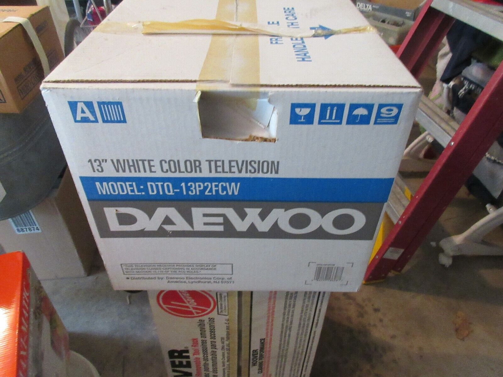 """Daewoo , 13"""" , White , Color TV , DTQ-13P2FCW , Vintage"""