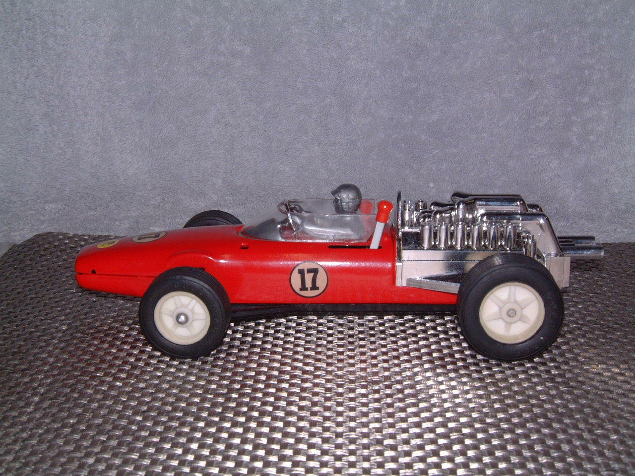 BANDAI TIN FERRARI RACER WITH DUAL DUAL DUAL SPEEDS & DIRECTIONS & BOX  WORKS PERFECTLY  7ad07b