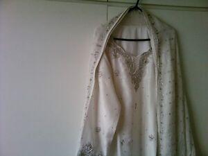 signore pietre Le di buona lavorano Shalwar White splendide Kameez con qualità T0Uw5
