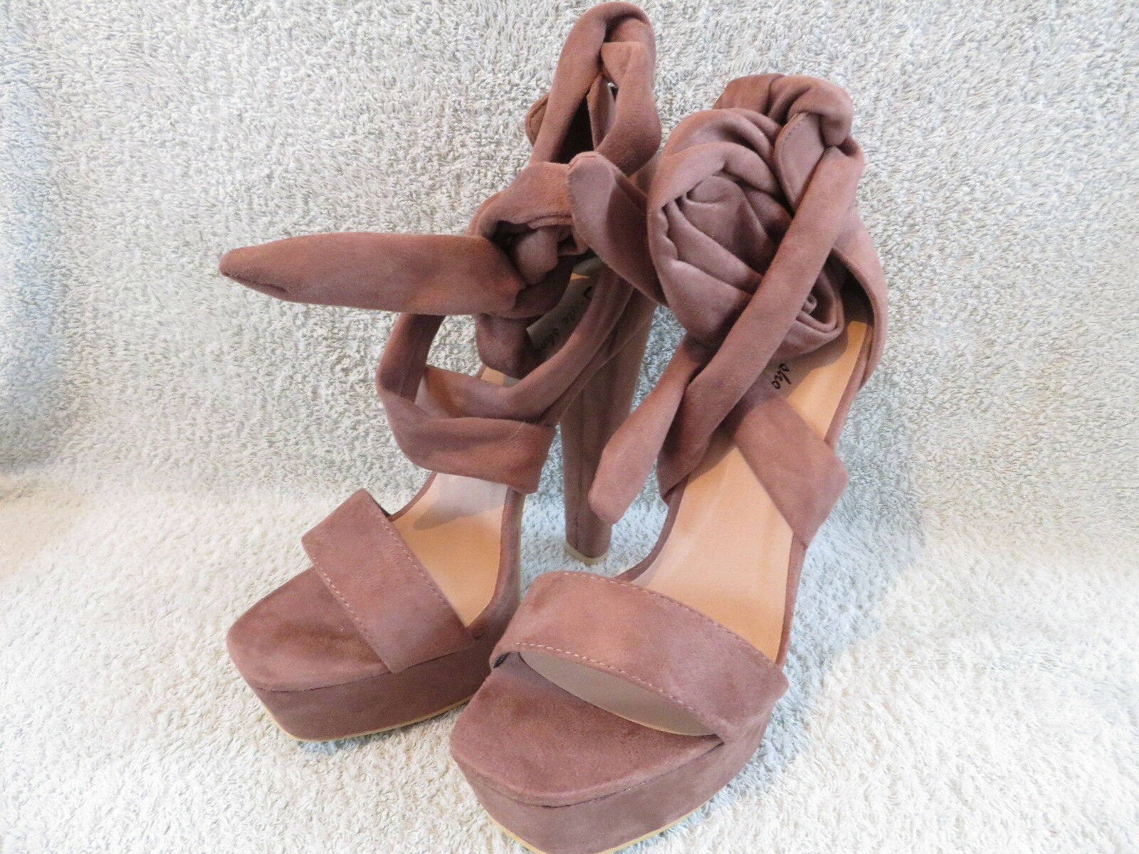 LADIES STYLE WEDGE SEXY STRAPPY HIGH HEELED SANDAL SIZE 7 NEW IN BOX