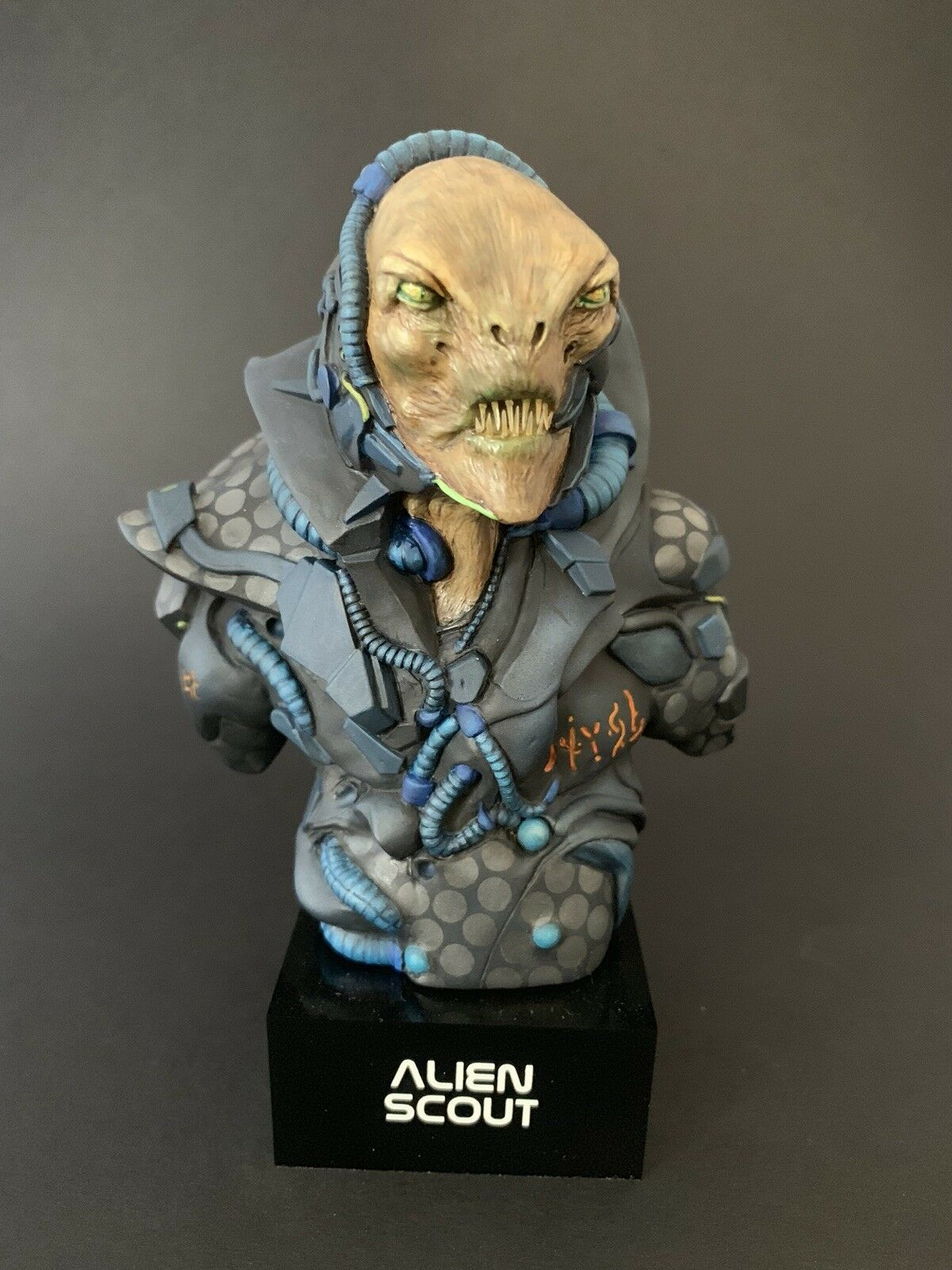 1 6 scale Alien Scout Bust, sculpted by Giorgos Tsougkouzidis