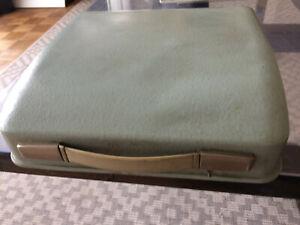 machine à écrire Hermes baby forme valisette. Sans ruban