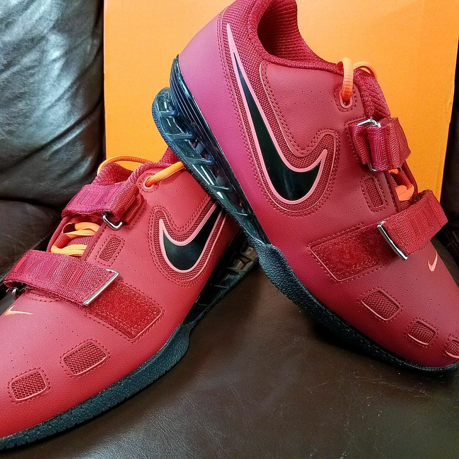 BRAND NEW IN BOX  NIKE ROMALEOS 2 MENS WEIGHTLIFTING SHOES RED BLACK 606