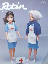 Sindy/Barbie Knitting Pattern VINTAGE Teen/Doll Infermiera Abito Grembiule Cape R13078