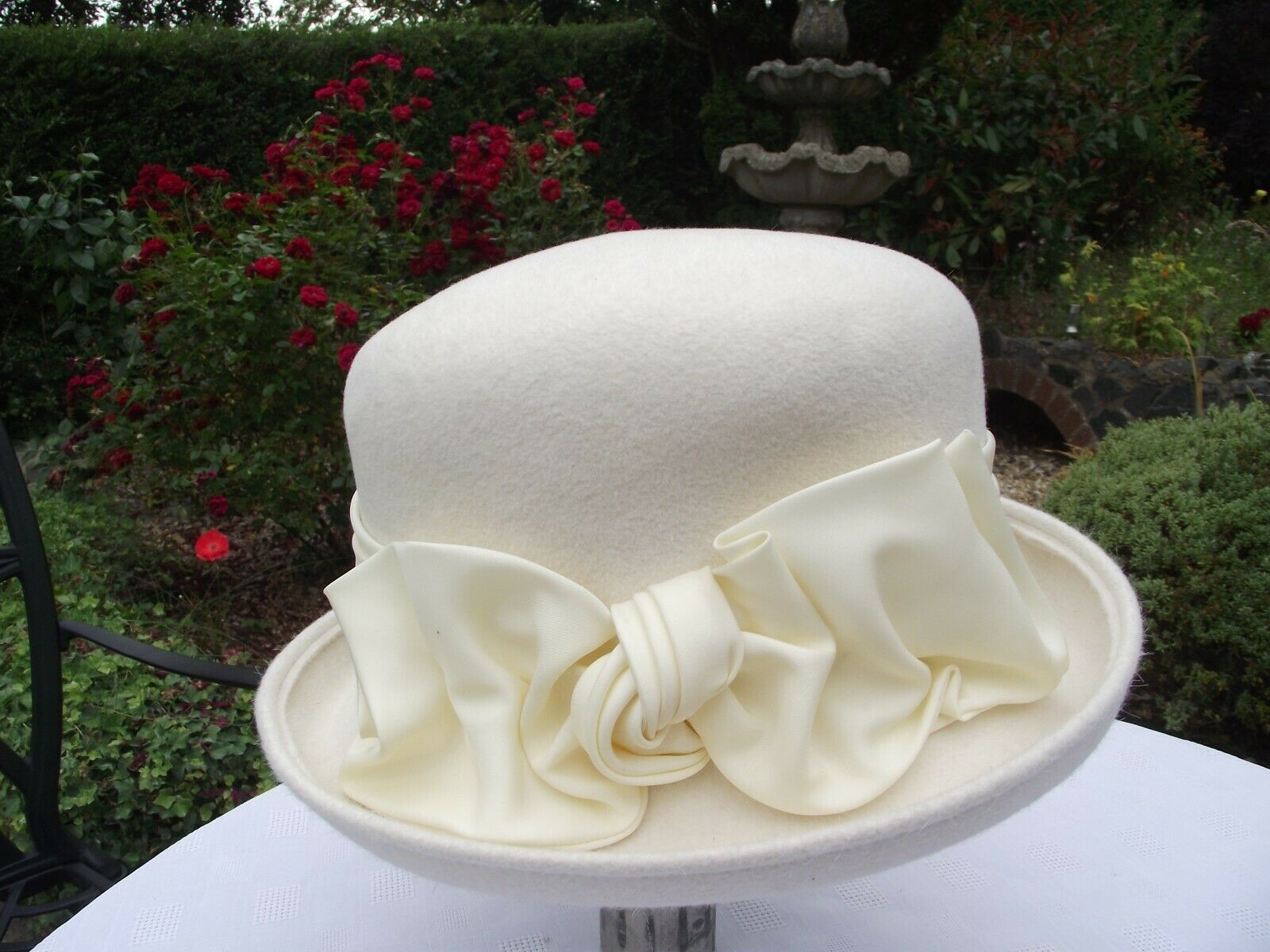 WHITELEY HAT MADE IN ENGLAND WOMANS