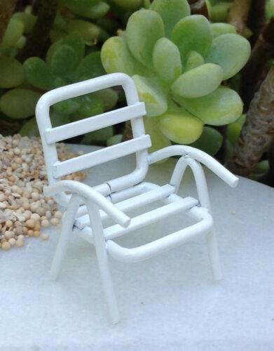 "Miniature Dollhouse FAIRY GARDEN ~ TINY 1½/""  White Metal Lawn Beach Chair ~ NEW"