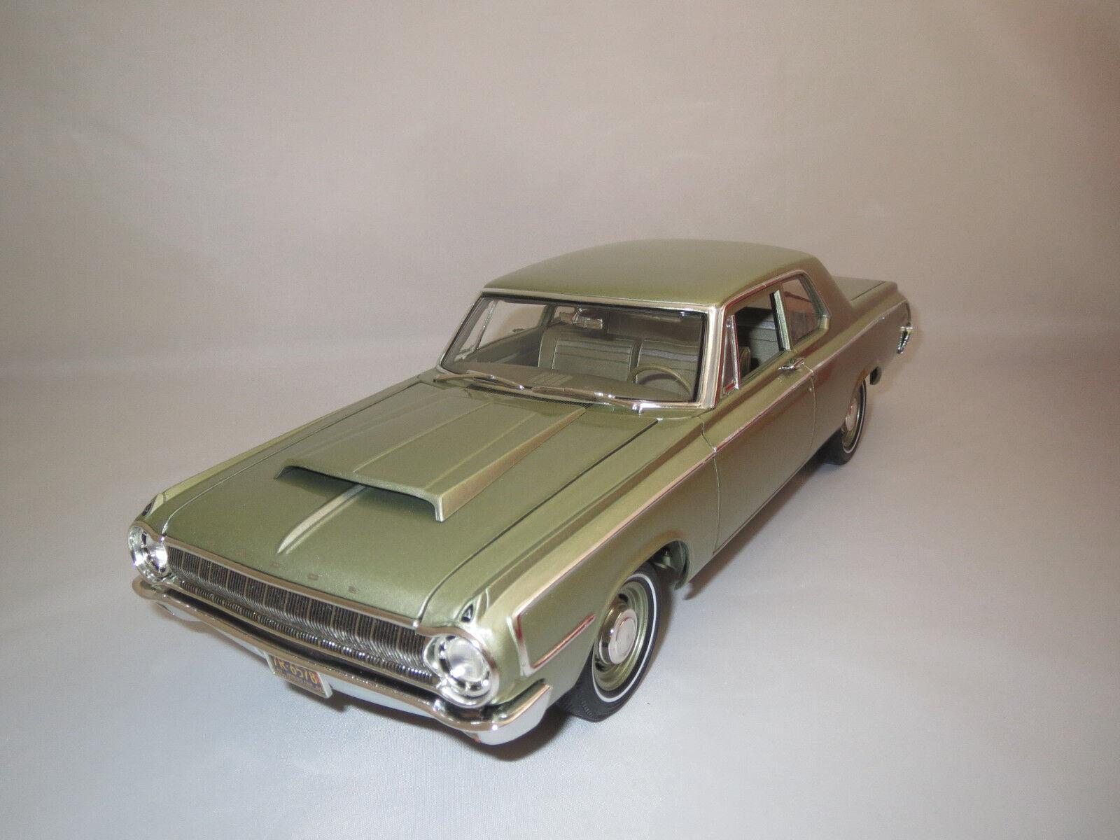 Highway 61 DODGE  1964  (vert clair-met.) 1 18 sans emballage