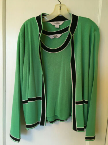 EUC all-season MING WANG 2 pc apple green black wh