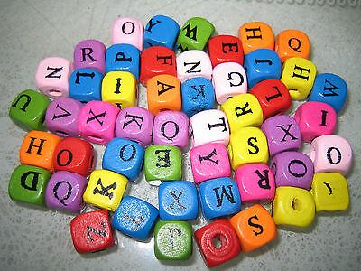 BASTELSET HOLZPERLEN 100 Stück Buchstaben Würfel 8 x 8mm verschiedene Farben