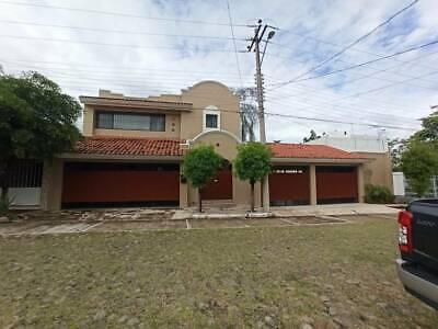 Casa u Oficinas en Renta en Jardines Vista Hermosa, Colima