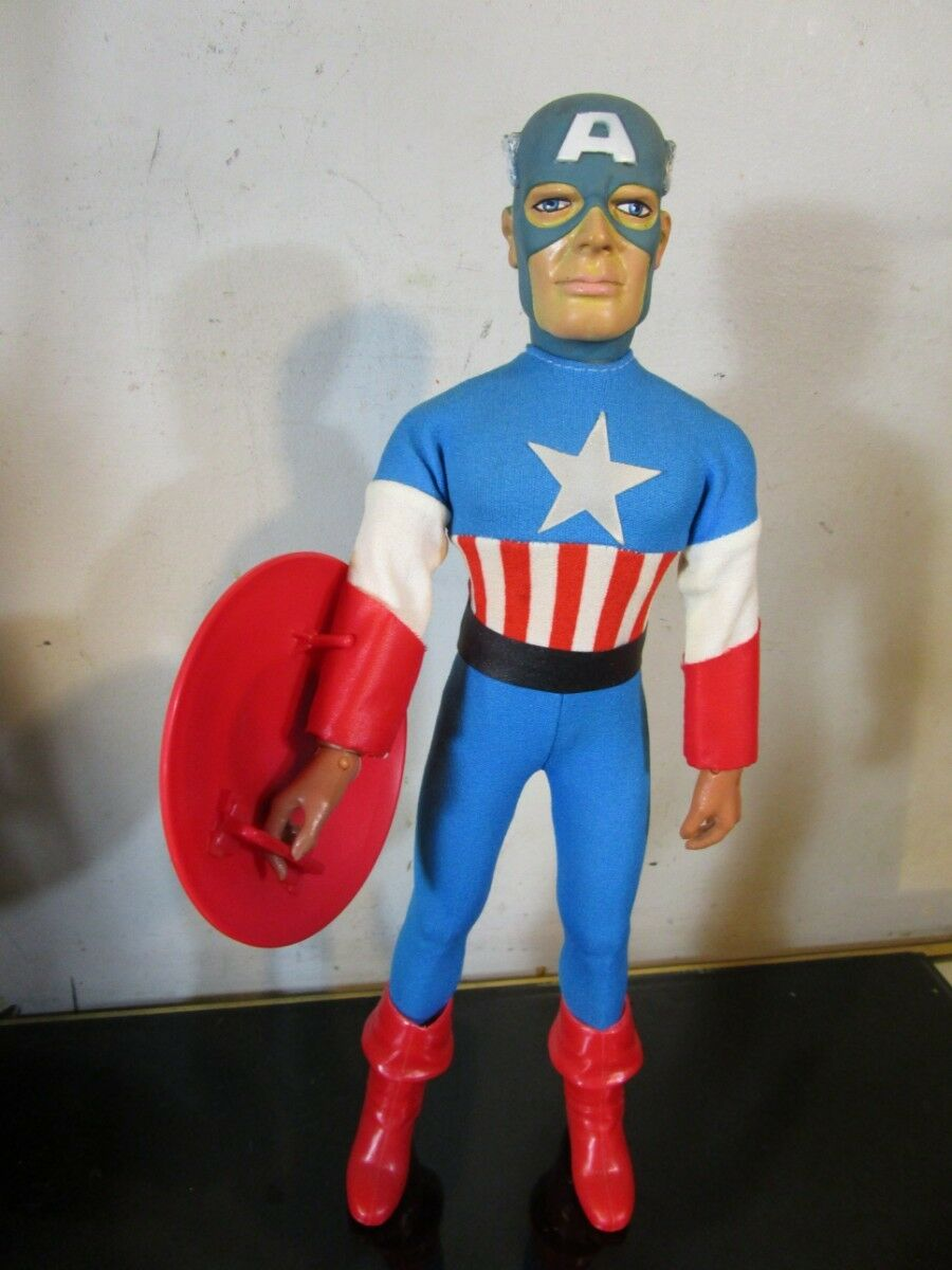 MEGO CAPTAIN AMERICA 12-1 2   FIGURE WITH FLY AWAY ACTION VINTAGE 1979 RARE