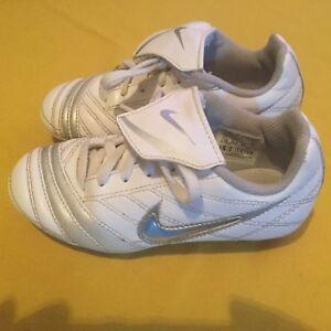 174fe42ccf Nike cleats Size 11 white Tee ball softball baseball soccer shoes ...