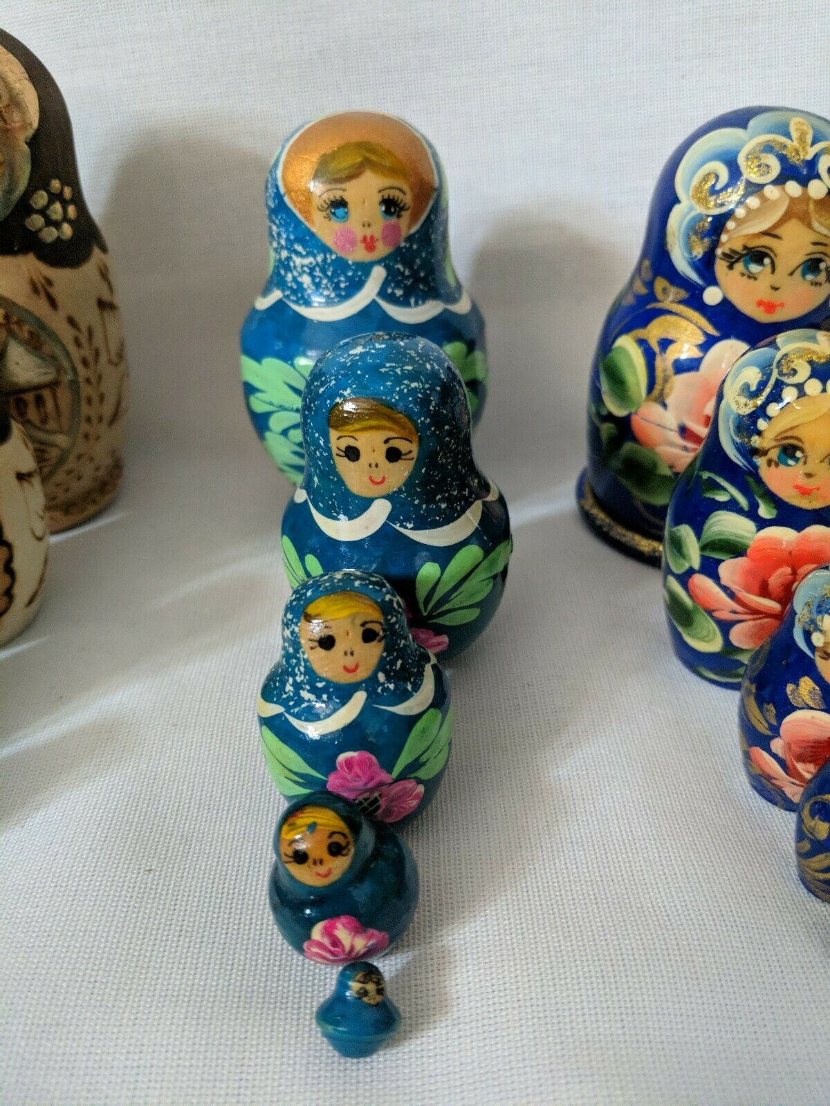 Collection of Genuine Russian dolls 5 x sets of 5 5 5 7be101