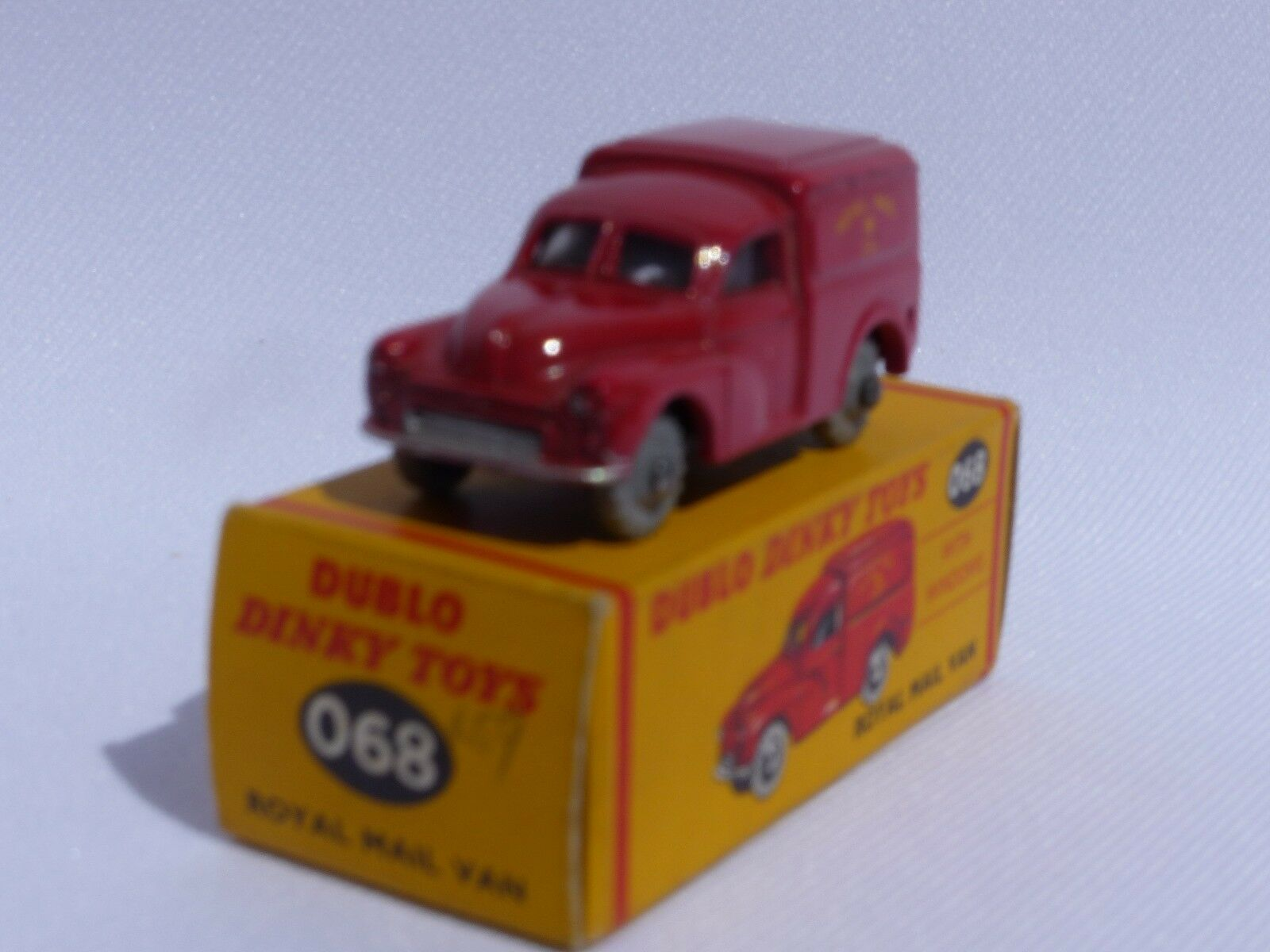 Dinky Dublo No 068 is the model of the Morris 100 Royal Mail van MB