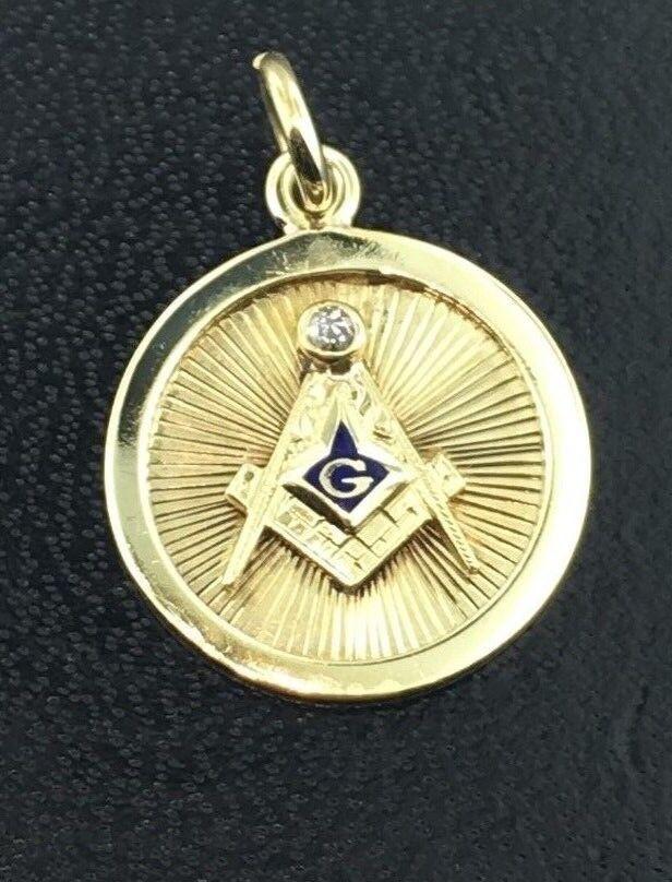 Vintage 14k yellow gold round Masonic charm w  enamel & genuine diamond accent