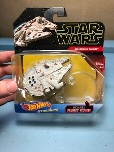 Hot Wheels Halcón Milenario Star Wars Figura en Stand