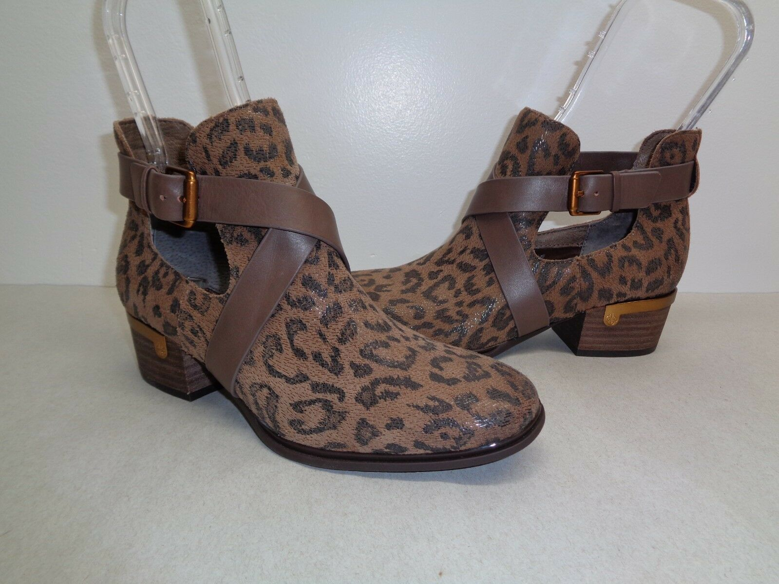 Isola Size Size Size 8 M DAVAN Desert Tan Leopard Suede Ankle Boots New Womens shoes afa2b9