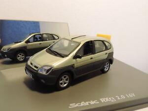 Voiture-miniature-Renault-Scenic-RX4-Universal-Hobbies-1-43