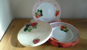 2-boxed-side-plates-by-La-Vie-strawberries-21-cm-German-porcelain
