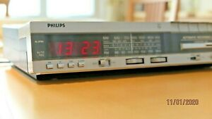 Philips-ARC-16-Clock-Radio-Cassette-Recorder-Raritaet-Vintage