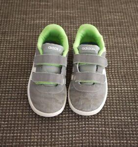 Kinderschuhe, Turnschuhe, Sneaker, Adidas grau, Gr. 26