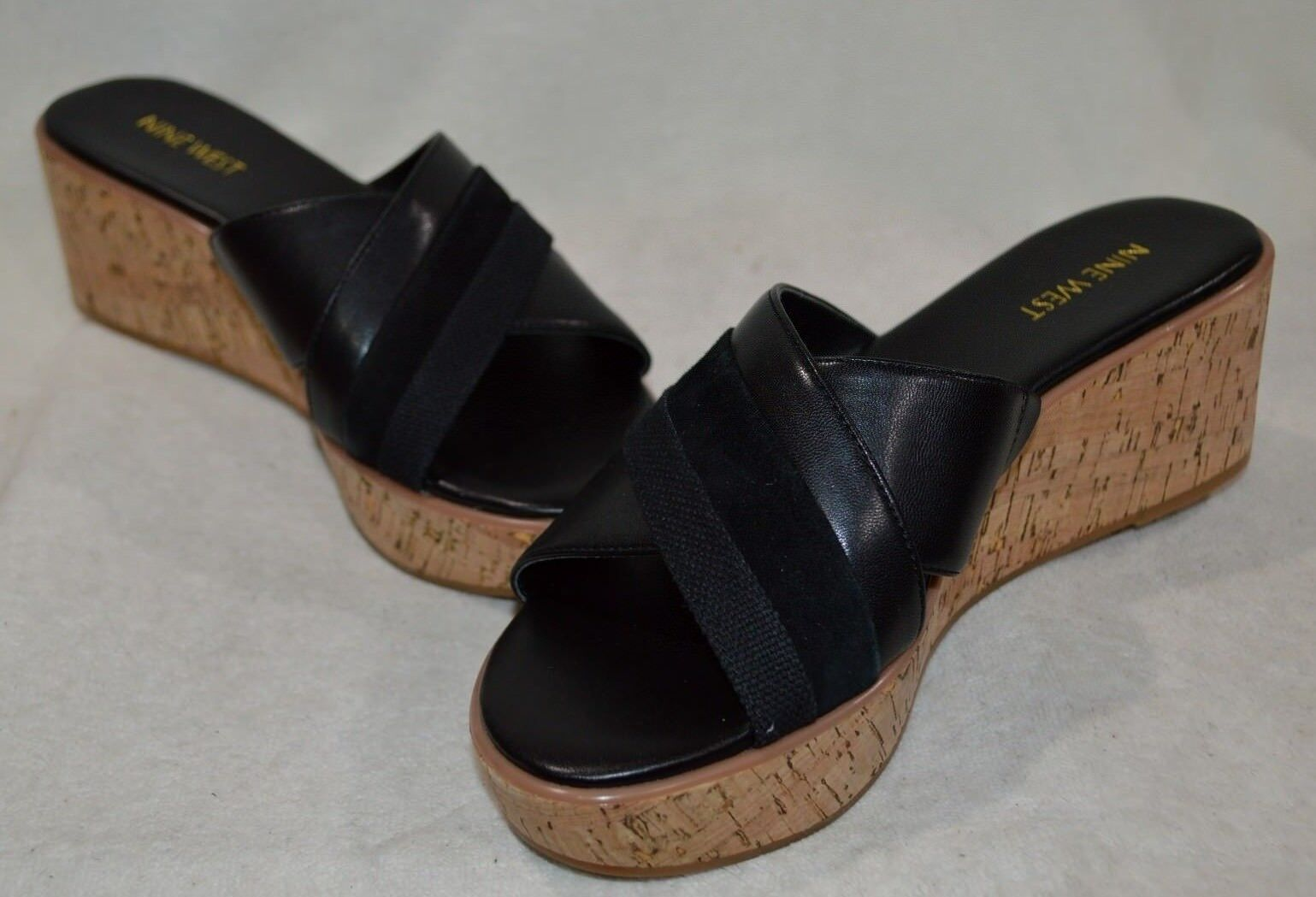 Bernardo Women's Poppy Thong Sandal Black / Luggage Brown Size 7.5 M US