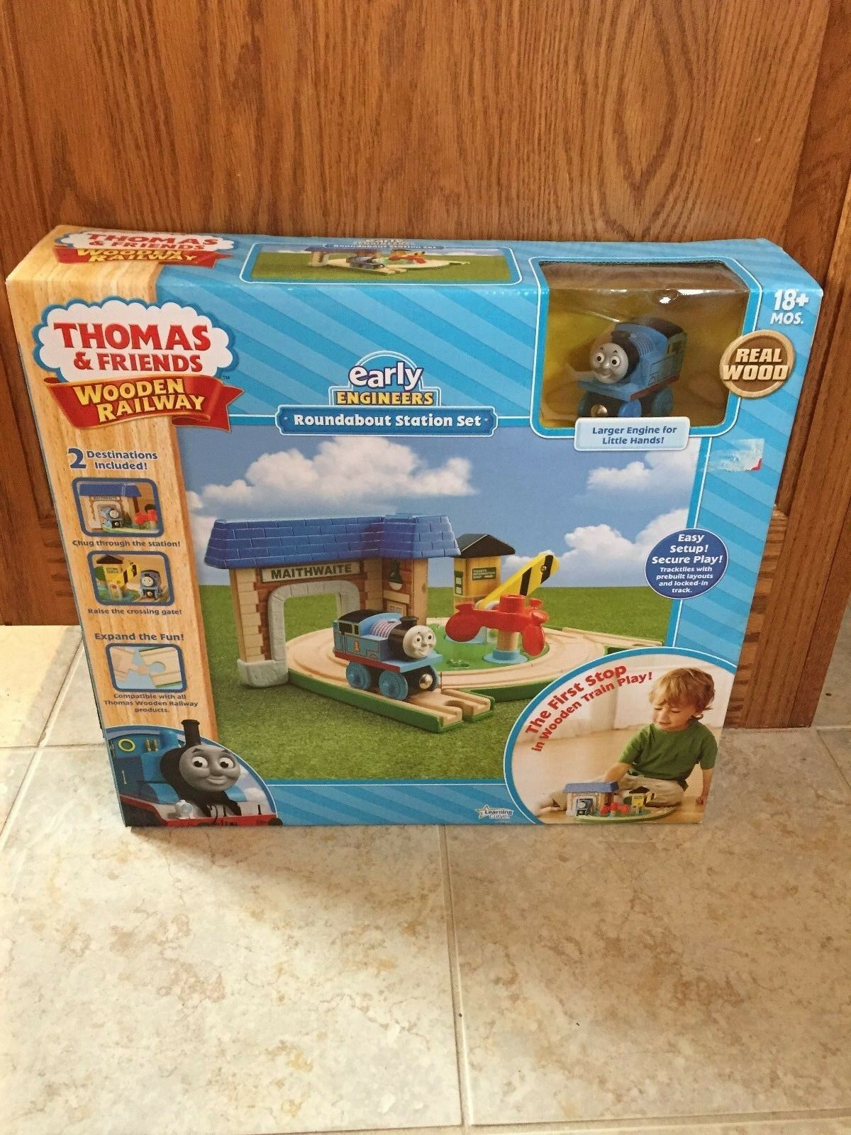 Thomas & Friends Wooden Railway Early Engineers Round About Station Set New Toy