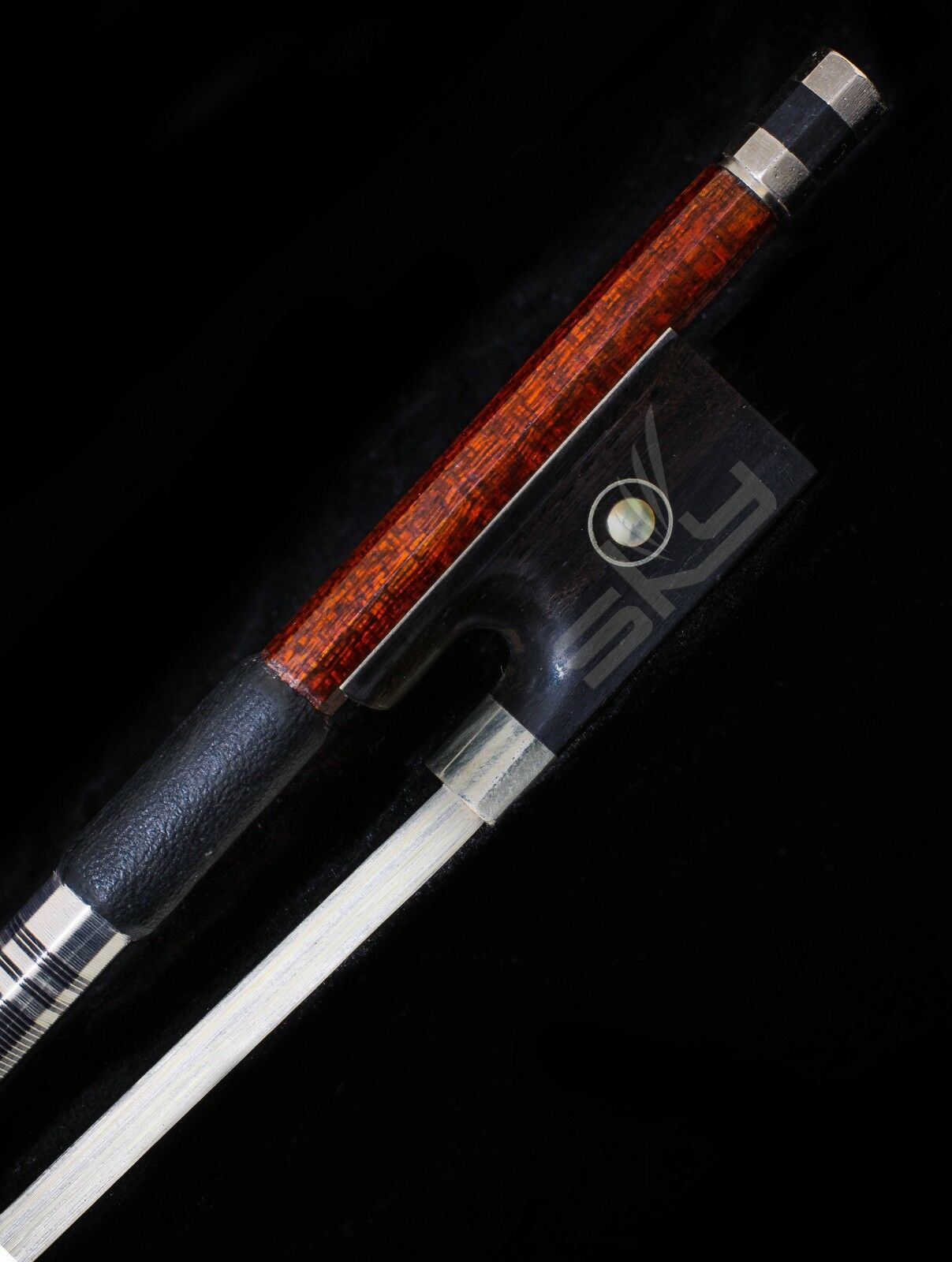 Violin Bow 4/4Größe Pernambuco Wood Skin Carbon Fiber Horse Hair Top Quality New