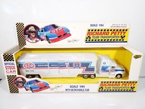 ROAD-CHAMPS-RICHARD-PETTY-TEAM-TRANSPORTER-1992-STP-TRUCK-1-64-DIECAST-BRAND-NEW