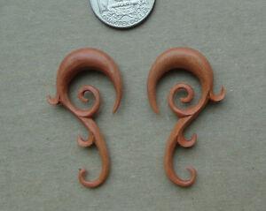 Pair CARVED BUFFALO BONE TRIBAL TALON SPIRALS HOOK TAPER EAR HANGIND PLUG GAUGES