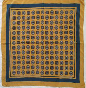 3bbb6eccf2b Caricamento dell immagine in corso Superbe-Foulard-CHANEL-100-soie-TBEG- vintage-scarf