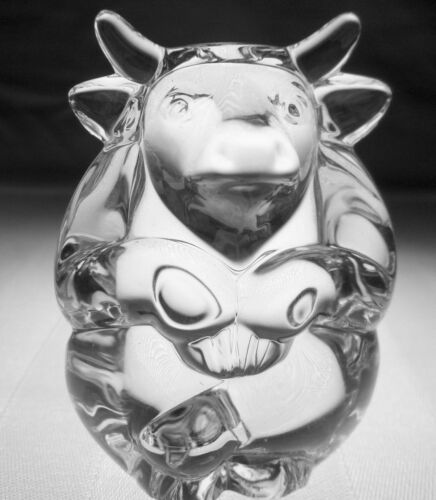BRAND NEW STEUBEN GLASS BULL Hand CoolerSigned Crystal Paperweight