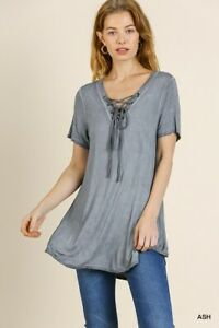 Umgee-Gray-Mineral-Washed-Short-Sleeve-Lace-Up-V-Neck-Tunic-Top