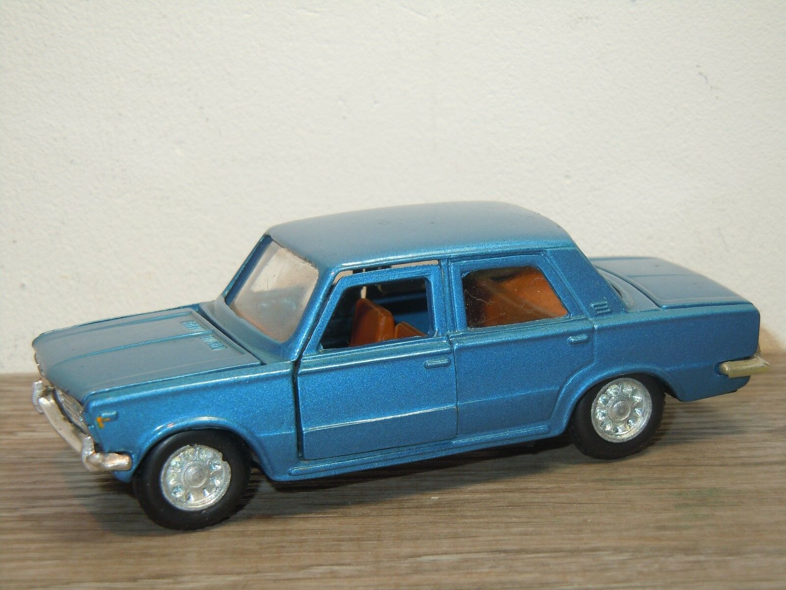 Fiat 125 saloon - quecksilber in italien 1 43  36203